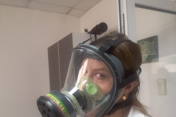masca-protectie-necesara-pentru-a-scoate-probele-din-atmosfera-controlata0A366DAF-BF66-4D66-7D0B-37DC4C378B3B.jpg